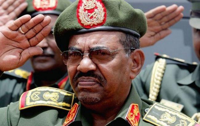 Президент Судана распустил правительство и ввел режим ЧП