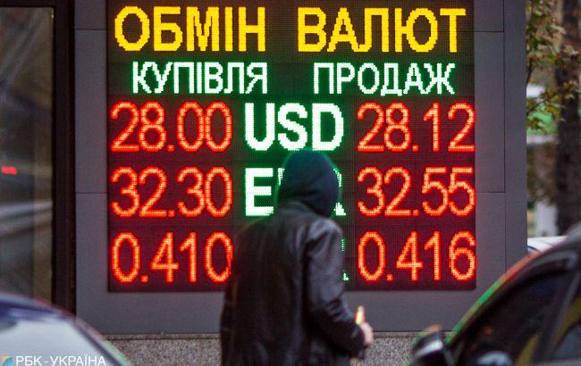 Украинцы в январе возобновили продажу наличной валюты