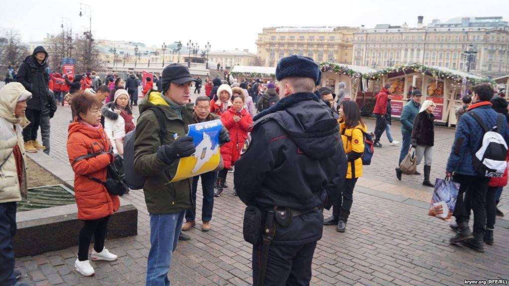 В РФ прошли одиночные пикеты против аннексии Крыма