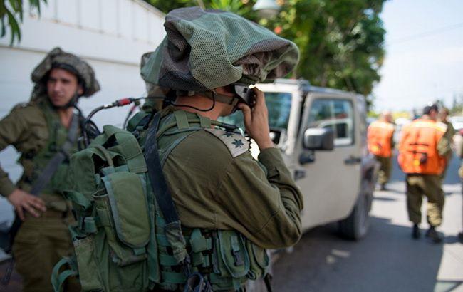 На Западном берегу Иордана авто врезалось в группу израильских военных