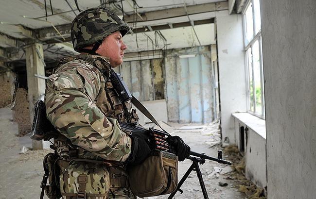 Боевики на Донбассе с начала дня два раза обстреляли позиции ООС
