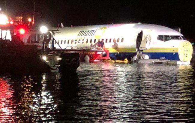 Из упавшего в реку в США Boeing 737 извлекли бортовой самописец