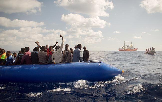 У побережья Мальты спасли мигрантов с тонущей лодки