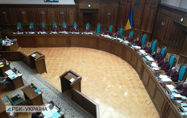 КСУ рассматривает указ Зеленского о роспуске Рады: главное