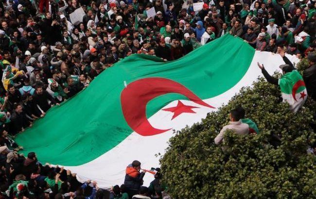 Выборы президента Алжира перенесли из-за отсутствия кандидатов