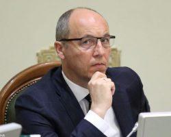 Отмена судом переименования проспектов Бандеры и Шухевича противоречит закону о декоммунизации, - Парубий