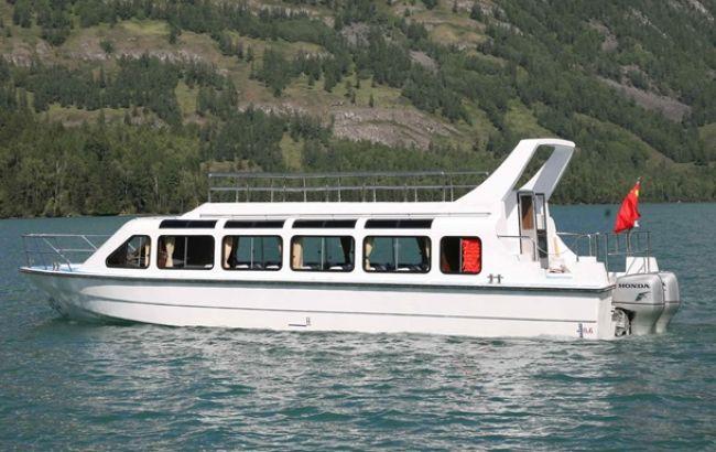 В Черном море перевернулось судно с туристами