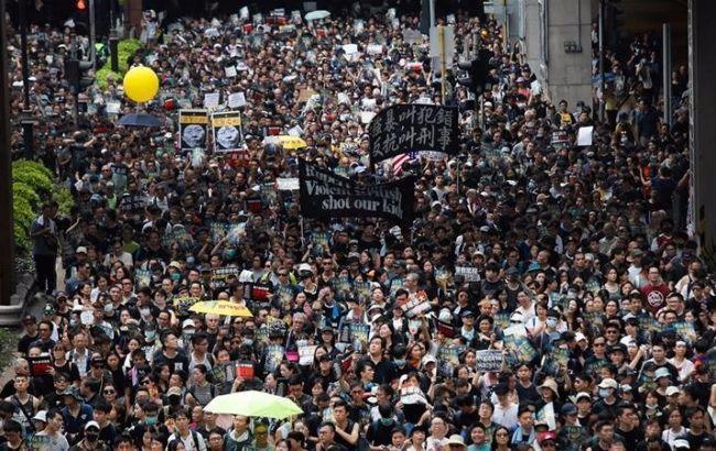 В Гонгонге полиция применила слезоточивый газ на акции протеста