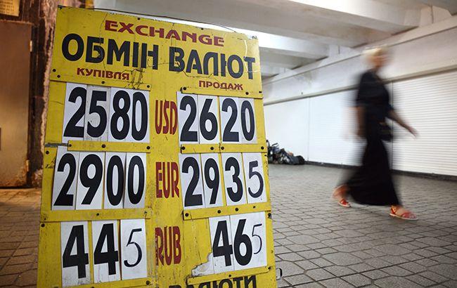Доллар и евро снижаются на наличном рынке