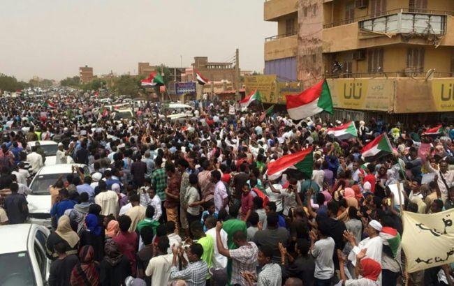 В Судане во время столкновений с военными погибли 11 человек
