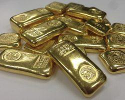 НБУ немного повысил курс золота