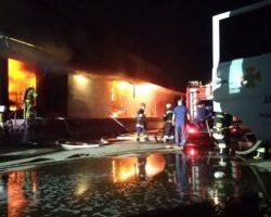 В Полтаве возник масштабный пожар на складах