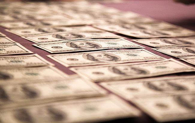 Курс доллара на межбанке резко вырос перед выходными