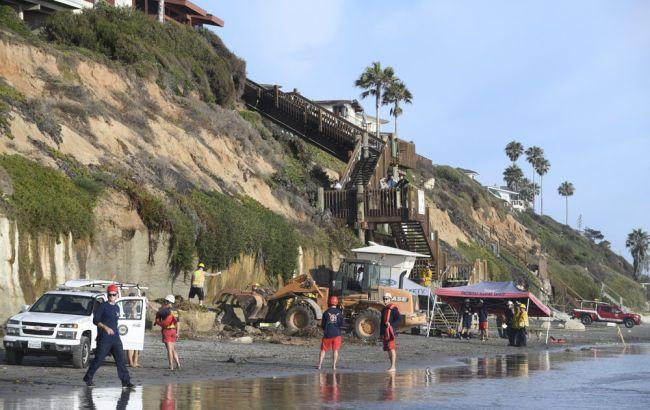 В Калифорнии на пляже обрушилась скала, есть погибшие