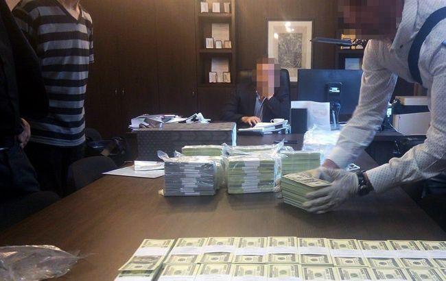 Чиновников задержали на крупной взятке за приватизацию Головинского карьера