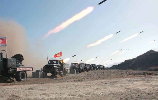 КНДР запустила еще две ракеты в Японское море