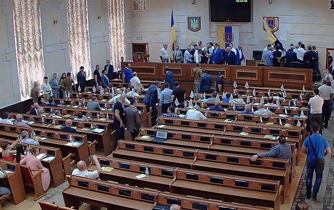 Сессия Одесского облсовета началась с драки