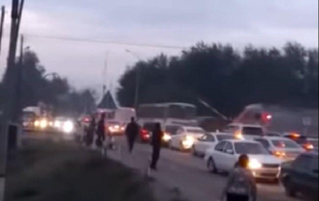 В Казахстане поезд врезался в автобус на железнодорожном переезде