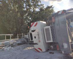 В Киеве на Борщаговке упал строительный кран