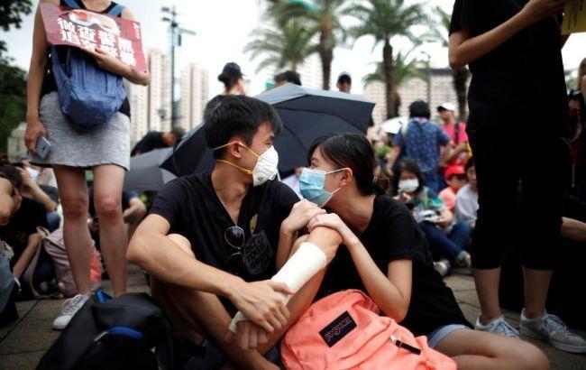 Полиция Гонконга применила слезоточивый газ для разгона протестующих