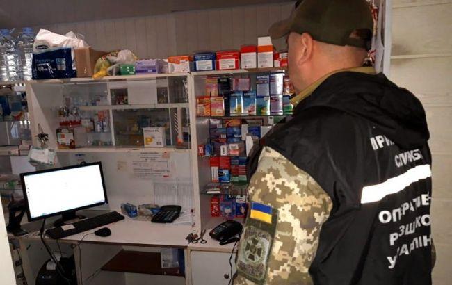 Полиция обнаружила в сети аптек в Донецкой области оружие и наркотики