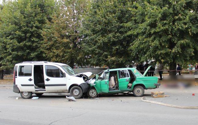В Черновцах в результате лобового столкновения двух авто погибли супруги