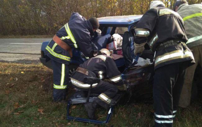 В Харьковской области грузовик столкнулся с легковушкой, есть жертва