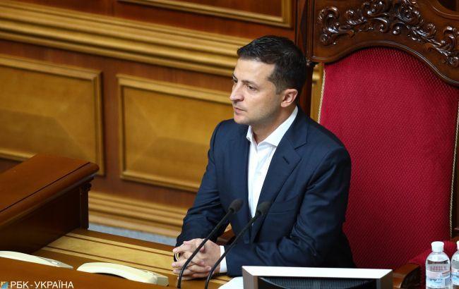На подпись президенту передали закон об изменениях регламента Рады