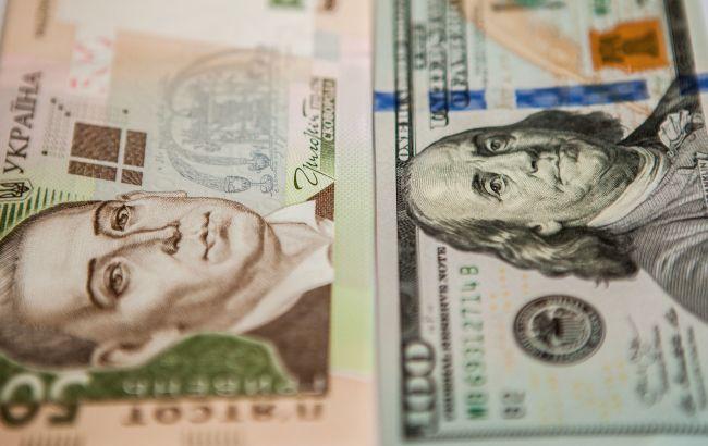 Курс доллара на межбанке упал ниже 25 гривен