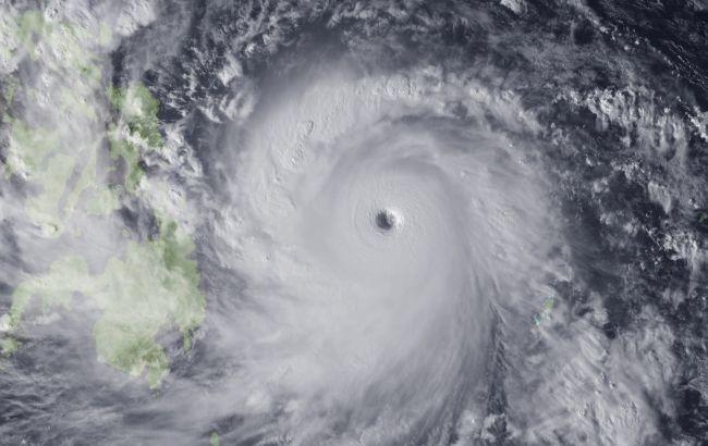 Япония информирует туристов о приближении тайфуна