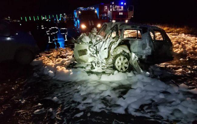 Под Черновцами после ДТП загорелось авто, трое погибших