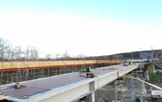 В Станице Луганской завершили укладку металлоконструкций моста