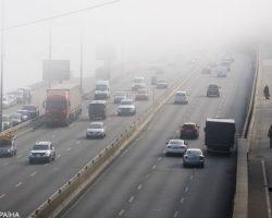 Украинцев просят воздержаться от поездок на собственных автомобилях из-за непогоды