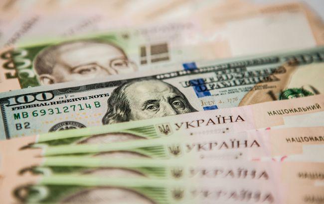 Курс доллара на межбанке упал до 24 гривен