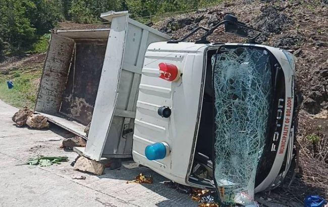 На Филиппинах в результате падения грузовика в овраг погибли 19 человек