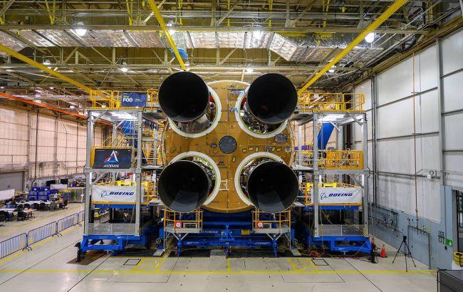 NASA установило последний двигатель на ракете для полетов на Луну