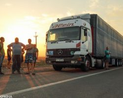 В Николаеве возле кафе скончались двое дальнобойщиков, еще 3 госпитализировали