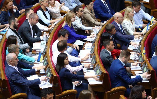 В Раде появился текст закона об упрощении получения гражданства беженцам из РФ
