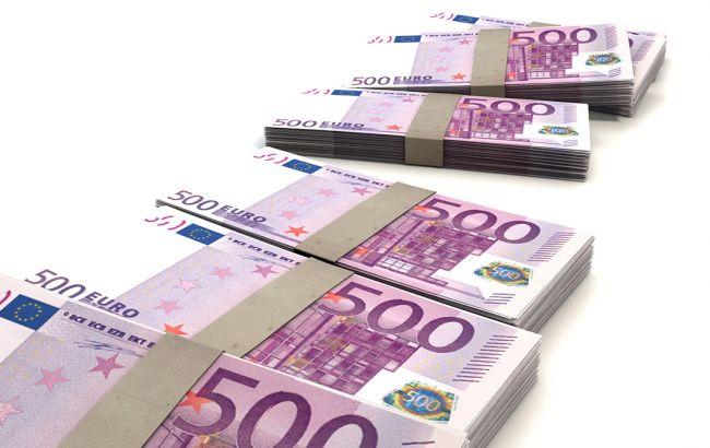 Курс евро упал до минимума за четыре года