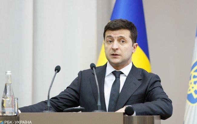 Зеленский подписал закон об акцизах на топливо и спирт