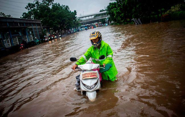 В Индонезии из-за наводнения погибли 9 человек