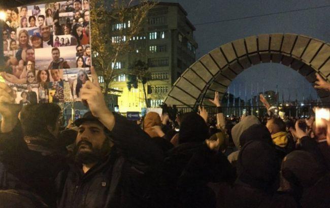 Британского посла задержали за организацию протестов в Тегеране