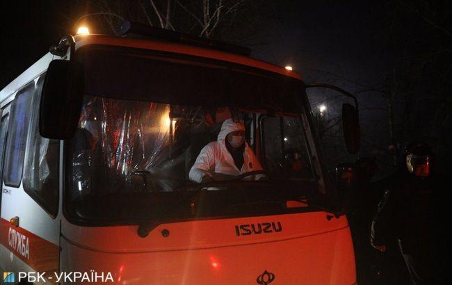 Самолет и автобусы, которые привезли эвакуированных из Китая украинцев, продезинфицировали, - МВД