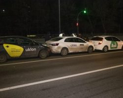 В Киеве столкнулись три автомобиля такси, есть пострадавший