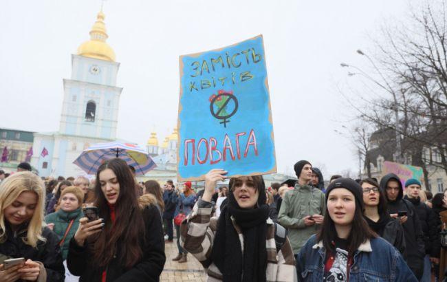 В марше женщин в Киеве приняли участие около 2 тысяч человек, столкновений не было