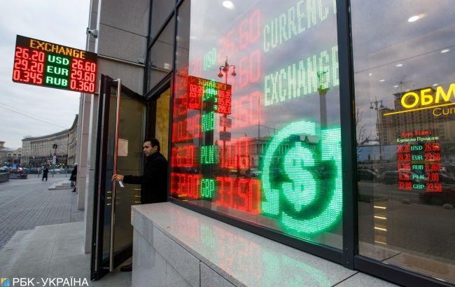 Аналитики назвали причины роста курса доллара