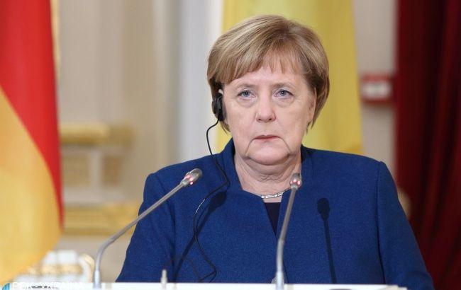 Меркель пошла на карантин