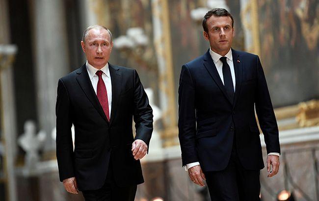 Макрон хочет убедить Путина прекратить ведение огня из-за коронавируса