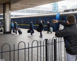 Пассажиры в масках и полупустые поезда: как УЗ будет выходить из карантина