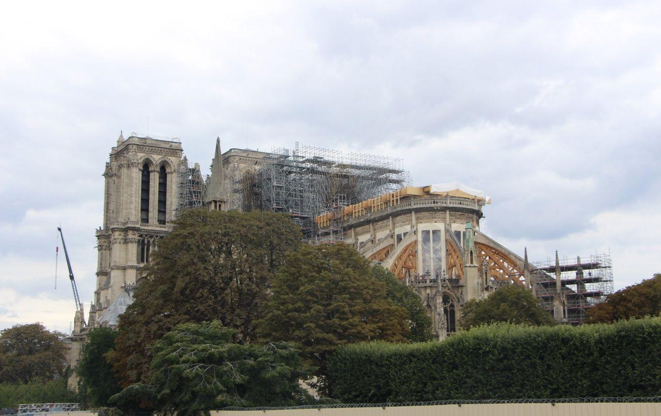 В Париже через год после пожара открыли площадь перед Нотр-Дам
